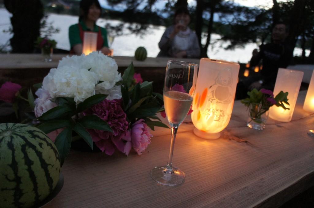 夏至の日は湖畔でワイン会