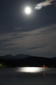 夏至の満月に徳良湖遊覧